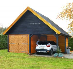 Woodpro Garage PS11 is a wooden garage with a saddle roof. The adjoining carport allows you to quickly park your car while it is protected from the elements.